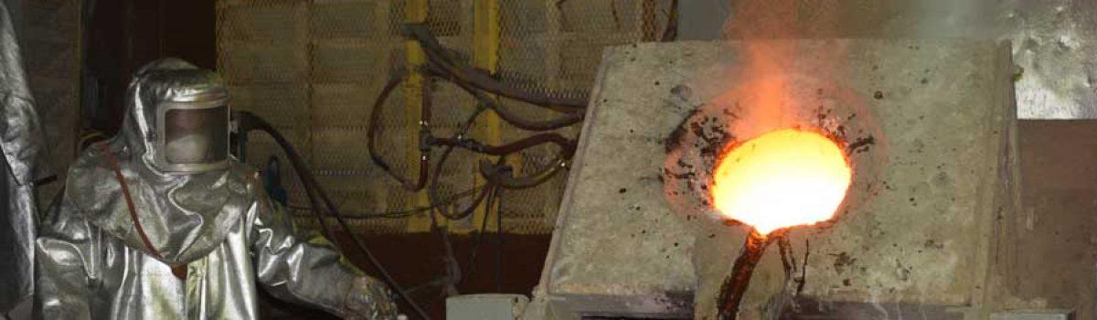 Fundición del primer lingote de oro ecológico producido por los pequeños mineros del estado Bolívar (Galería)