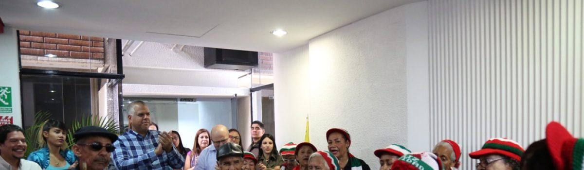 """Con el grito de """"Feliz Chavidad"""" iniciaron las fiestas decembrinas en Minería"""