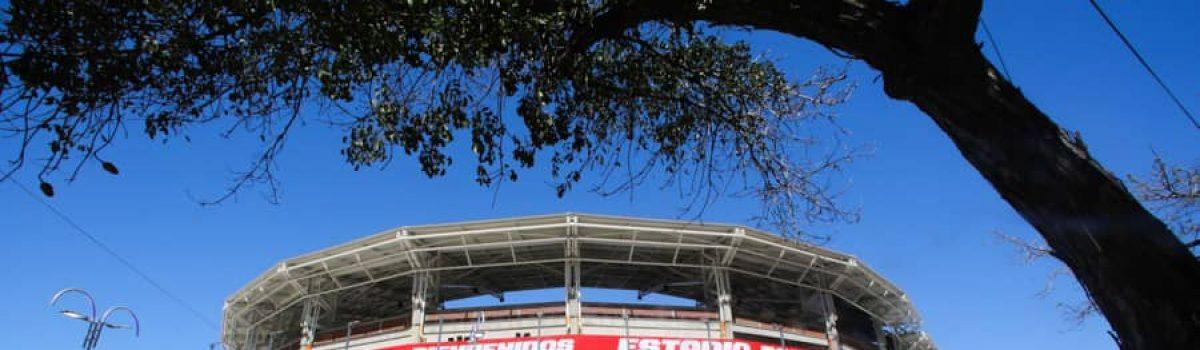 Ministro Pinto participó en el juego inaugural del estadio de La Guaira